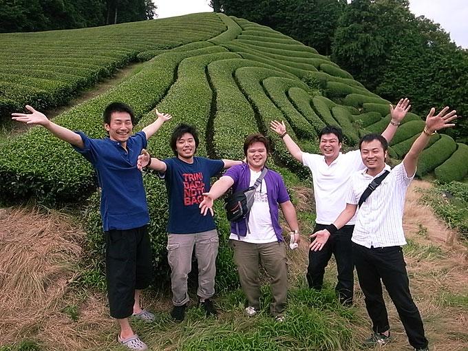 【茶畑訪問記】テクツの皆さまが茶畑に。